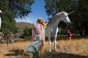 Paris-Hilton-Come-Alive-Video